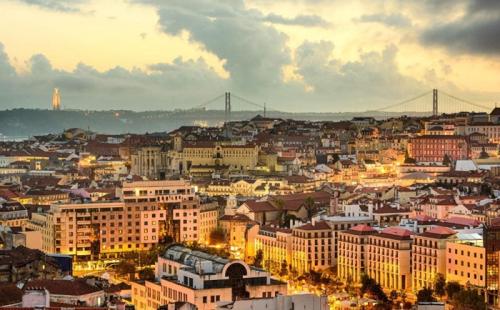 """葡萄牙议会多数票通过""""黄金居留""""修订案审核"""